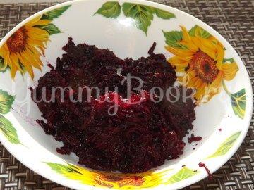 Салат со свеклой и морской капустой - шаг 1