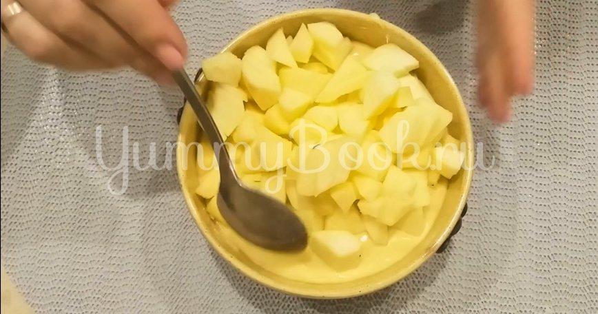 Двухслойный пирог с яблоками и ягодами - шаг 7