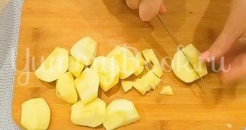 Двухслойный пирог с яблоками и ягодами - шаг 6