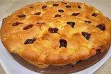 Двухслойный пирог с яблоками и ягодами
