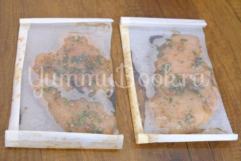 Куриное филе в пергаменте на сковороде - шаг 4