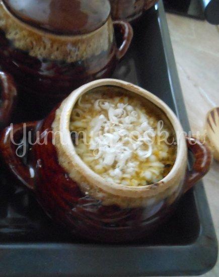 Суп с сушёными грибами и плавленным сырком в духовке - шаг 9