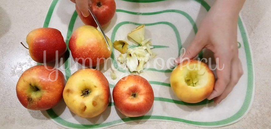 Запеченные яблоки с творогом в духовке - шаг 2