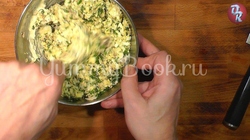 Яичный салат с черемшой и копчёной рыбой - шаг 9