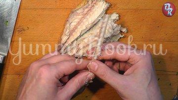 Яичный салат с черемшой и копчёной рыбой - шаг 3