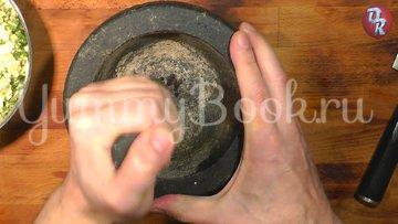 Яичный салат с черемшой и копчёной рыбой - шаг 7
