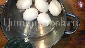 Яичный салат с черемшой и копчёной рыбой - шаг 1