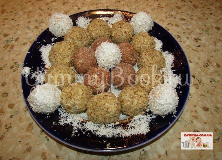 Творожные конфеты с печеньем и грецкими орехами - шаг 6