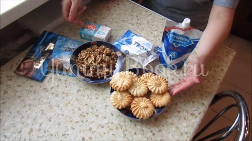Творожные конфеты с печеньем и грецкими орехами - шаг 1
