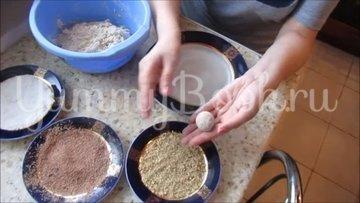 Творожные конфеты с печеньем и грецкими орехами - шаг 5