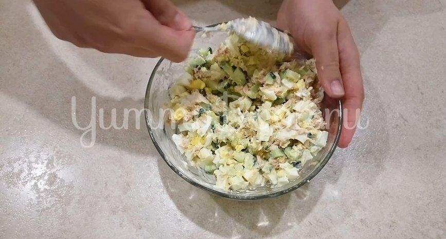 Простой салат с тунцом  - шаг 4