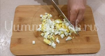 Простой салат с тунцом  - шаг 2