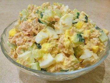 Простой салат с тунцом