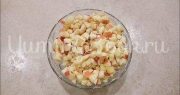 Слойки с яблоками из готового слоеного теста - шаг 2
