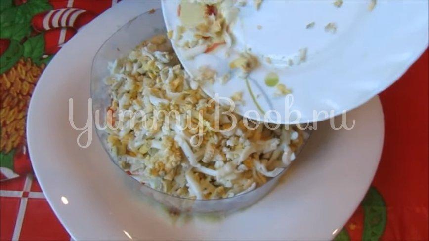 Слоеный салат с консервированным тунцом - шаг 4