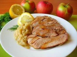 Запеченный стейк индейки с яблочным соусом