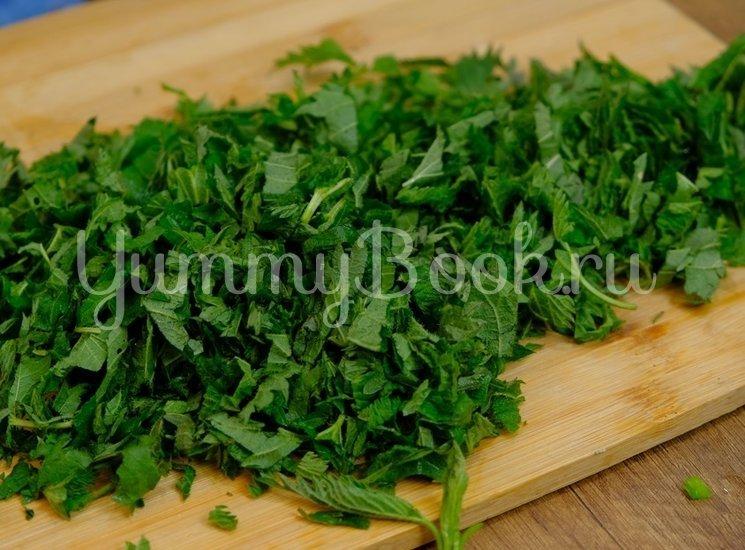 Зеленый борщ с молодой весенней зеленью  - шаг 4