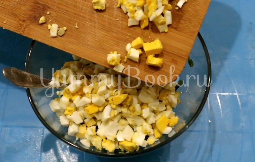 Пирожки с зеленым луком и яйцом - шаг 6
