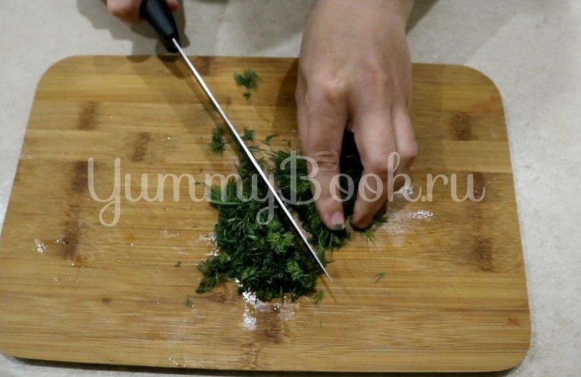 Салат с кукурузой, огурцами и капустой - шаг 4