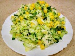 Салат с кукурузой, огурцами и капустой