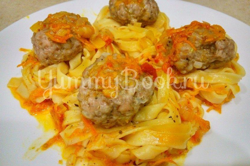 Макаронные гнезда с фаршем на сковороде