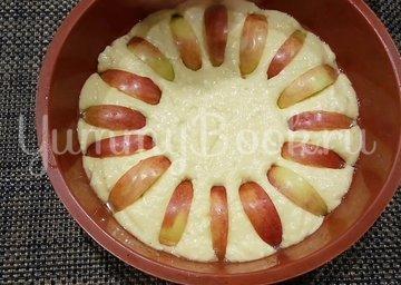 Шарлотка с творогом и яблоками - шаг 5