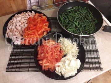 Салат со стручковой фасолью и копчёной грудкой - шаг 4