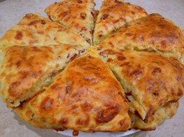 Сконы с сыром и колбасой