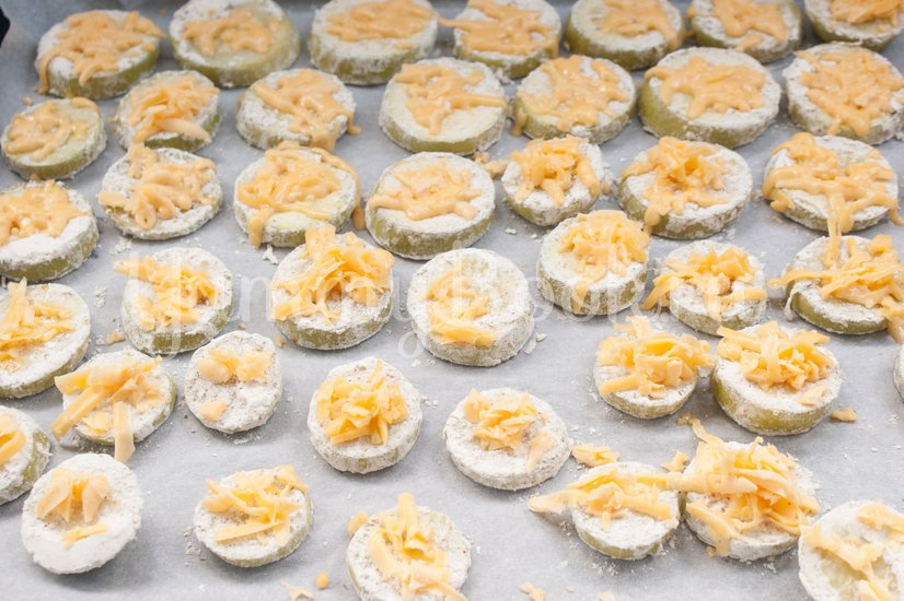 Кабачки с сыром запечённые в духовке - шаг 5