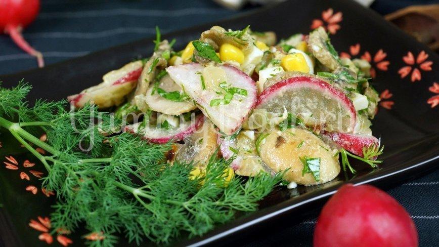 Летний сытный салат с редиской без майонеза - шаг 10