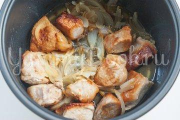 Молодой картофель со свининой в мультиварке - шаг 2