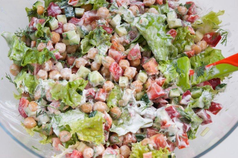 Овощной салат с нутом - шаг 7