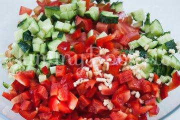 Овощной салат с нутом - шаг 5