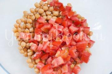 Овощной салат с нутом - шаг 3