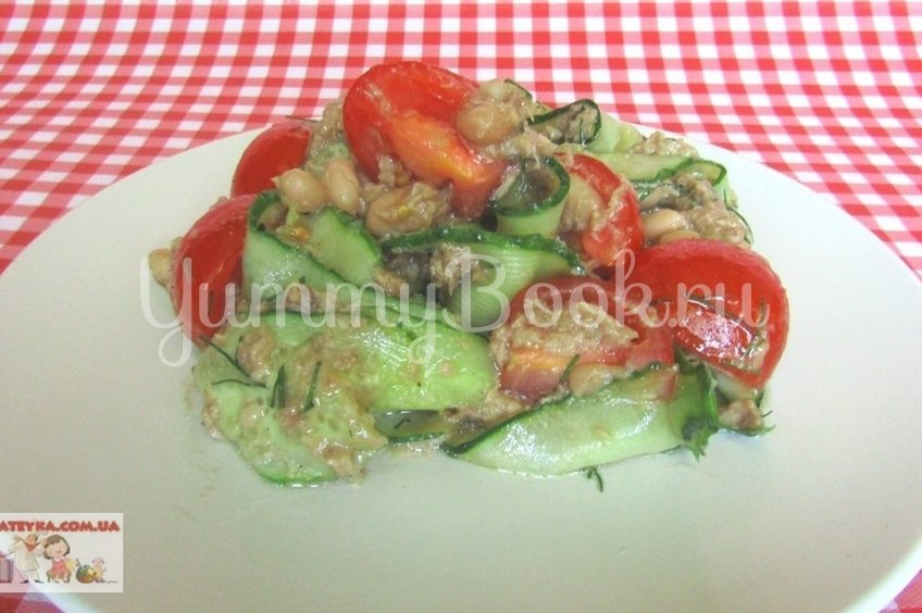 Салат с консервированным тунцом и овощами