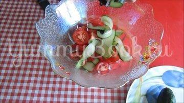 Салат с консервированным тунцом и овощами - шаг 2