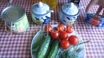 Салат с консервированным тунцом и овощами - шаг 1