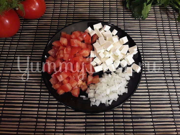 Салат из феты и помидоров - шаг 2