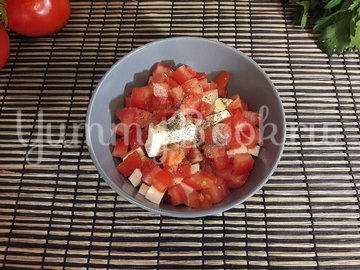 Салат из феты и помидоров - шаг 3