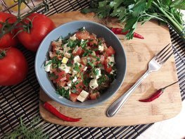 Салат из феты и помидоров