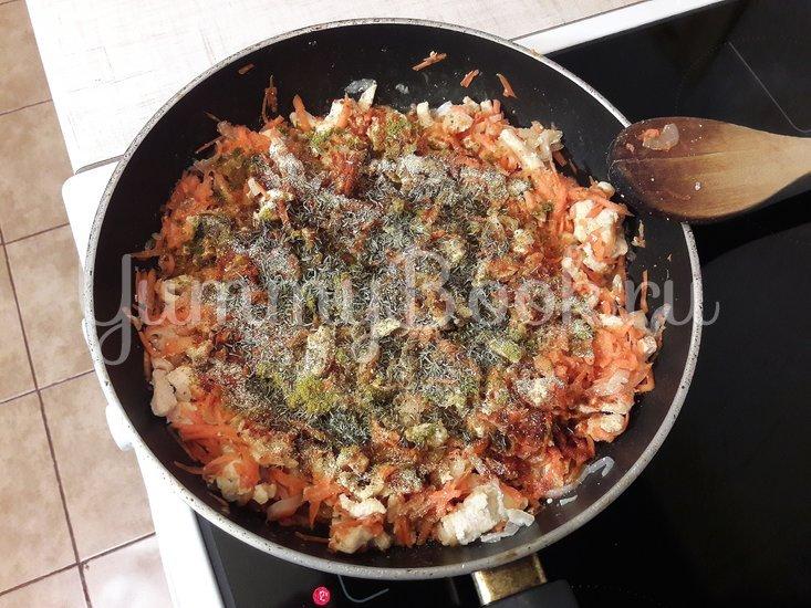 Картофельно-куриная запеканка с черносливом - шаг 6