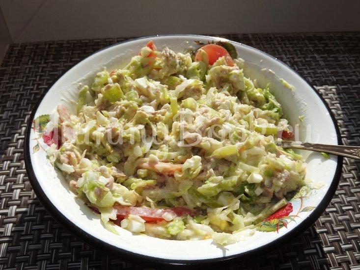 Салат с капустой и тунцом - шаг 8