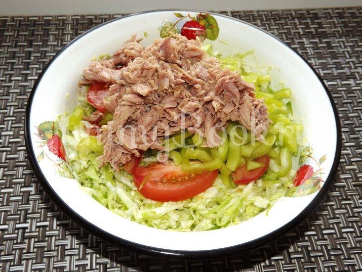 Салат с капустой и тунцом - шаг 5