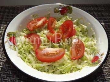 Салат с капустой и тунцом - шаг 3