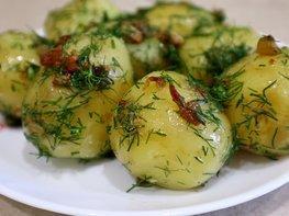 Молодой картофель с зажаркой и укропом