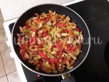 Куриное филе с болгарскими перцами - шаг 7