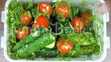 Малосольные огурцы и помидоры по-домашнему - шаг 7