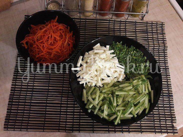 Салат с морковью по-корейски, огурцом и фетой - шаг 2