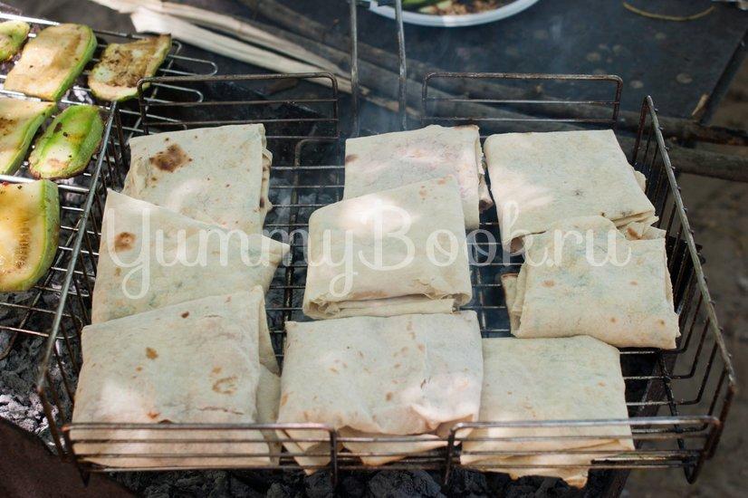 Лаваш с сыром на решётке для гриля - шаг 5