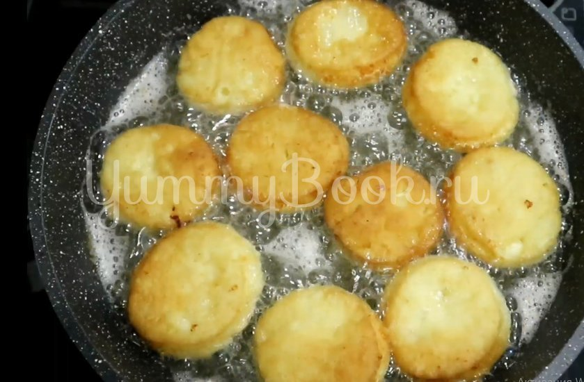 Пончики из творога на сковороде - шаг 4